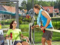 Ferienparks mit Tennisplatz im Freien